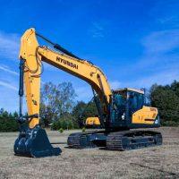 "Hyundai Excavator HX220L"" ""TOMORROW'S EDGE TODAY"""